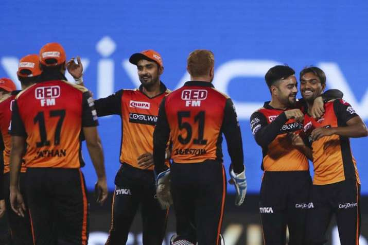 सनराइजर्स हैदराबाद (131/5) ने दिल्ली कैपिटल्स (129/8) को 5 विकेट से हराकर लगाई जीत की हैट्रिक, बेयरस- India TV