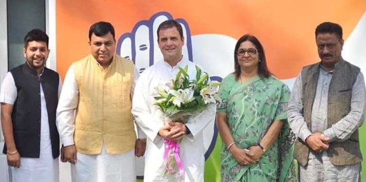 Accused in Cash for Question scam, Suresh Chandel Joins Congress in presence of Rahul Gandhi- India TV