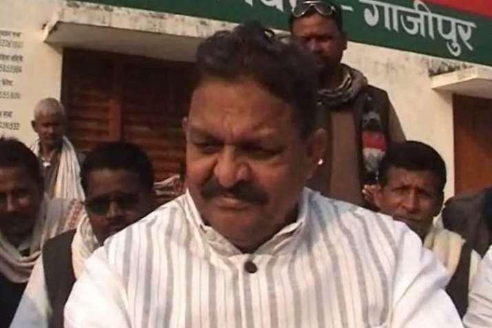 गाजीपुर में अफजाल समर्थकों का हंगामा, लगाया ईवीएम बदलने का आरोप- India TV