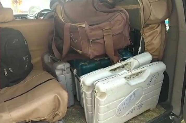 बिहार के मुजफ्फरपुर में होटल में मिले 6 EVM, 2 VVPAT मशीन भी बरामद; मचा हड़कंप- India TV