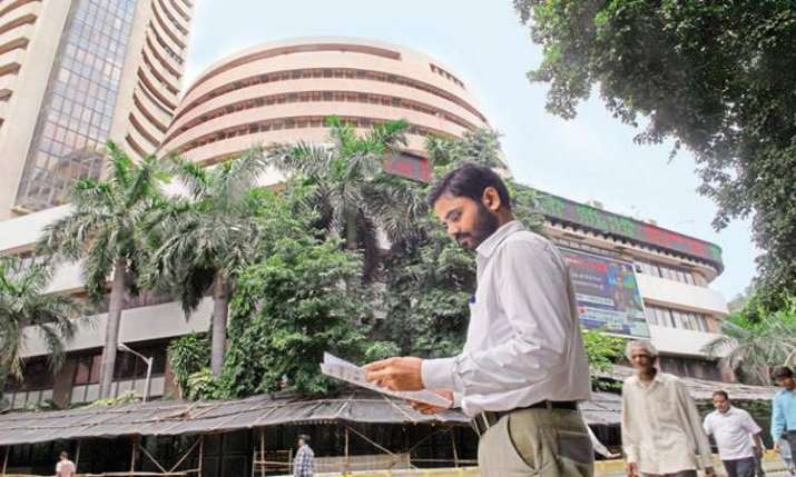 Markets snap 3-day winning run on profit booking, global cues- India TV Paisa