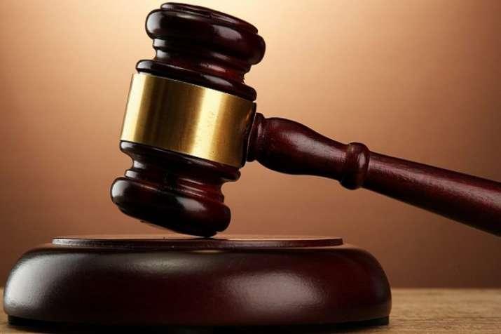 न्यायाधीश ने दोषी को...- India TV
