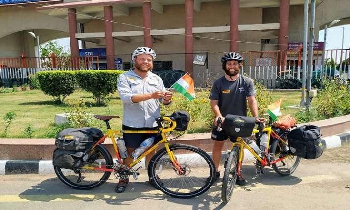 रॉन रूटलैंड और जेम्स...- India TV