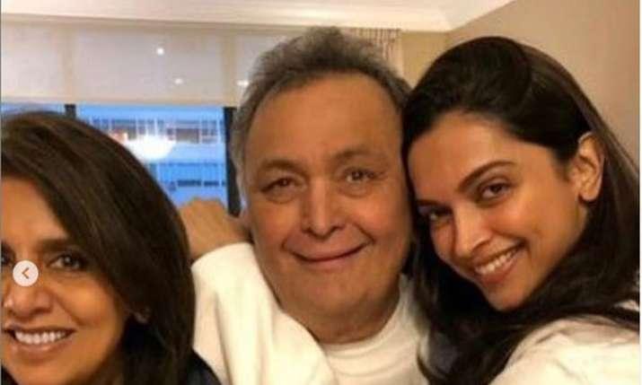 Neetu Kapoor gifts bracelet to Deepika Padukone- India TV