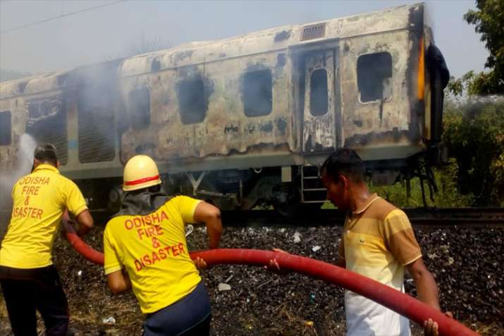 Fire breaks out in Rajdhani Express- India TV