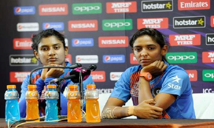 मिताली राज के साथ...- India TV