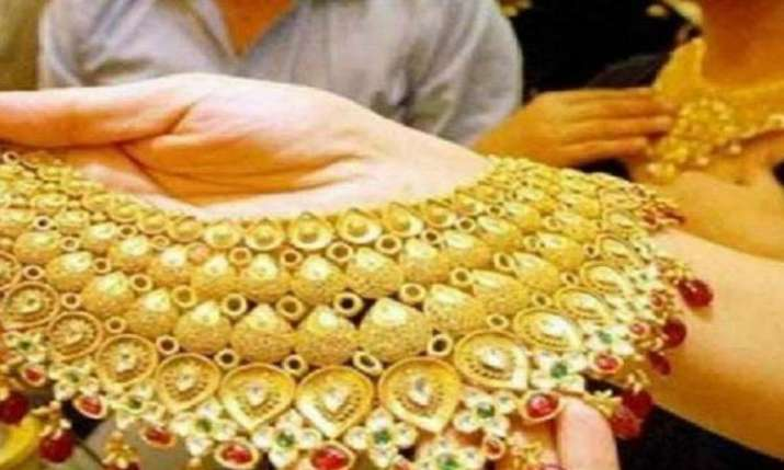 Gold continues to fall for 4th day, slides Rs 150- India TV Paisa