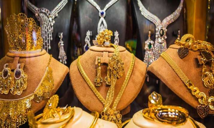 Gold gains Rs 100 on jewellers' buying- India TV Paisa