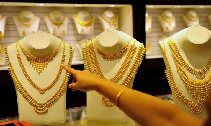 Gold rises for 2nd day, surges Rs 150 to Rs 33,020- India TV Paisa