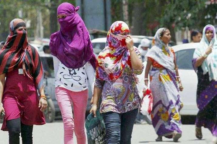 Delhi reels under intense heat as mercury touches 43 degrees- India TV