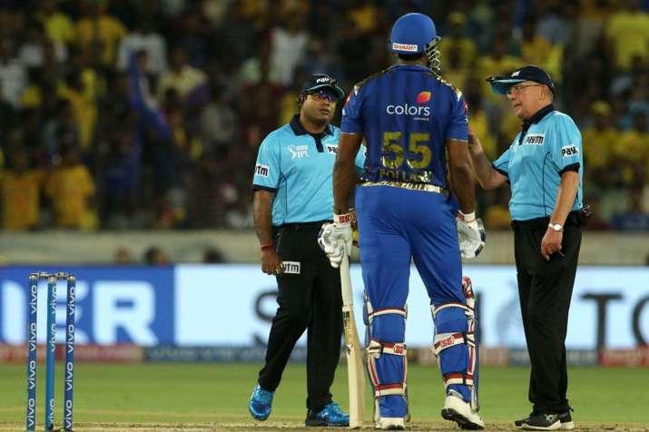 IPL 2019 Final: फाइनल मैच में वाइड गेंद को लेकर हुआ विवाद, अंपायरों ने लगाई पोलार्ड को फटकार- India TV