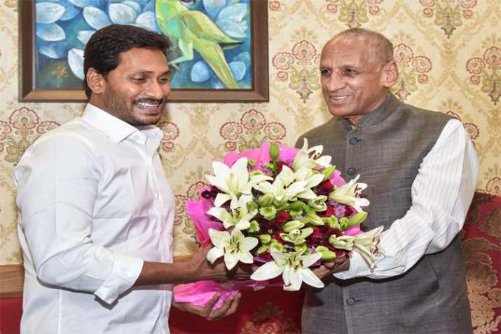 Jagan Reddy meets Guv, stakes claim to form govt in Andhra- India TV