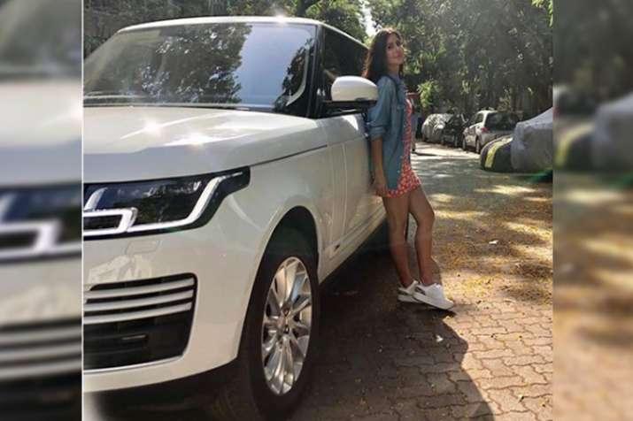 Image result for कैटरीना ने इंस्टाग्राम पर एक फोटो पोस्ट की है जिसमें वह अपनी नई लग्जरी कार
