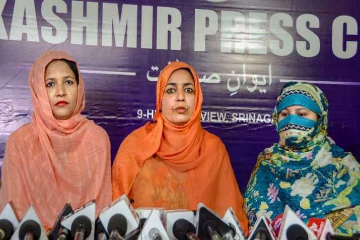 Pakistani women headed by Zeba, who came to...- India TV