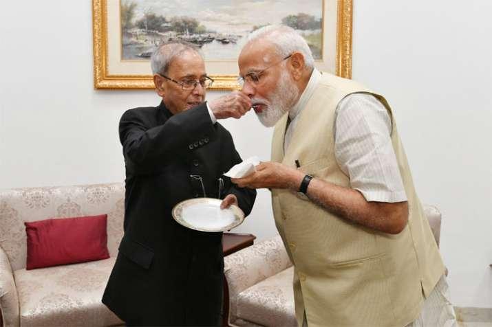 PM Narendra Modi meets Former President Pranab Mukherjee | Twitter- India TV