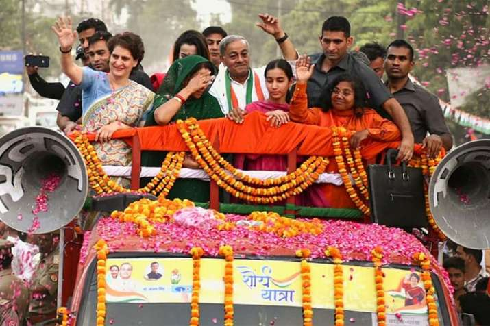 Priyanka campaigns for Maneka Gandhi's rival Sanjay Singh with roadshow in Sultanpur- India TV