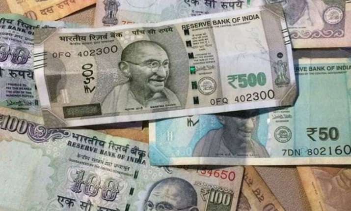 Rupee darts up 19 paise to 69.37 vs USD on easing crude prices- India TV Paisa