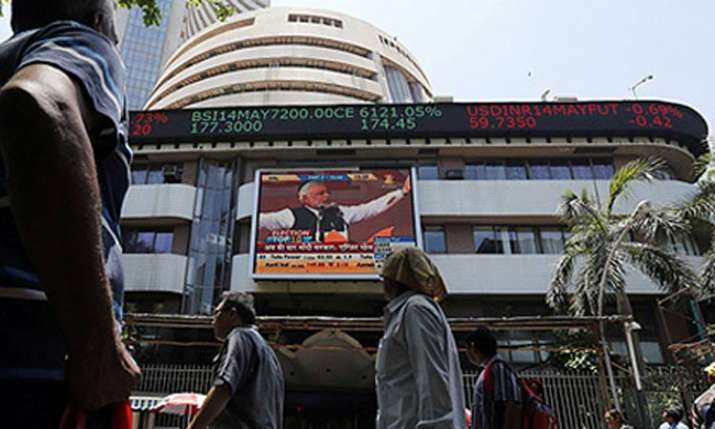 Sensex logs 9th straight loss, crashes 372 pts- India TV Paisa