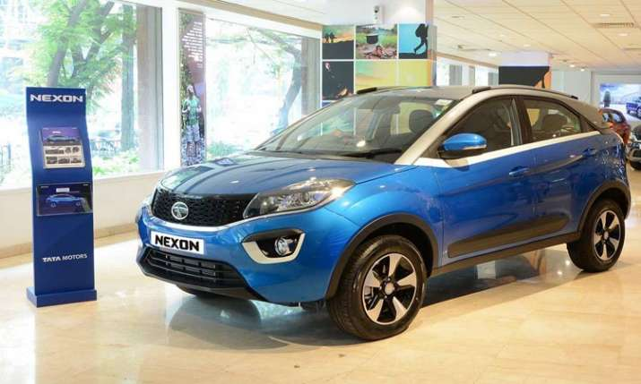 JLR posts GBP 3.6bn loss amid weak China demand, Tata Motors Q4 net dips 49 percent - India TV Paisa