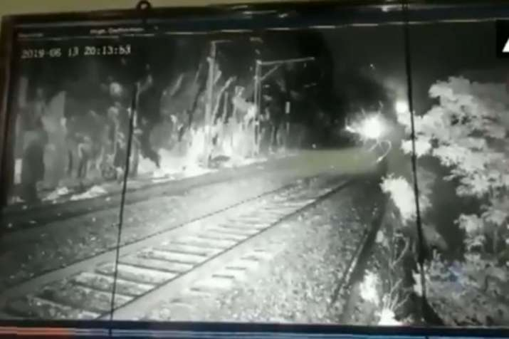 Sahyadri Express delayed for 2 hours as boulder fell on the railway tracks   ANI- India TV