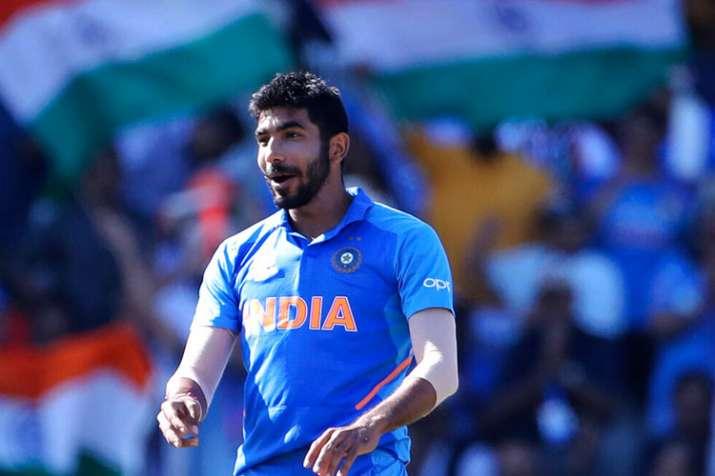 बुमराह ने पढ़े धोनी की तारीफ में कसीदे, बोले- धोनी भाई ने क्रीज पर समय बिताकर शानदार पारी खेली- India TV