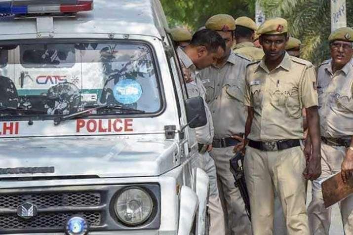 दिल्ली में 4 मर्डर से हड़कंप, चाकू-कटर से की 2 बेटे और बेटी की हत्या- India TV