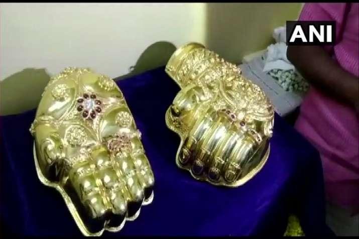 devotee to donate 6 kilo gold jewelry worth over 2.25...- India TV Paisa