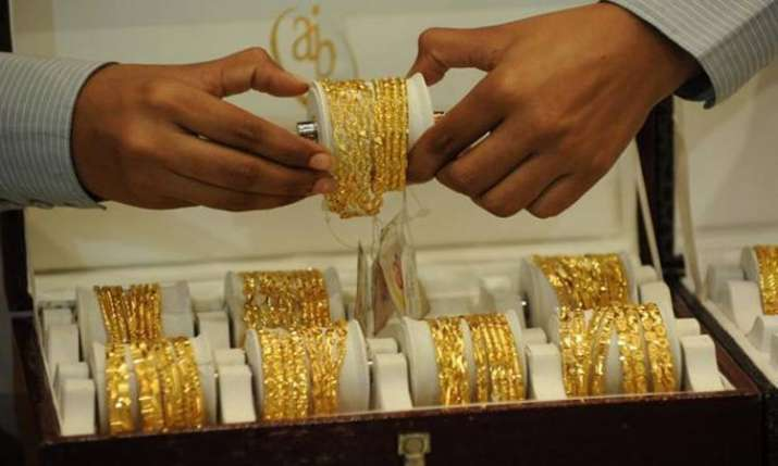 Gold rises Rs 75 to Rs 33,195 per 10 gram on local buying- India TV Paisa