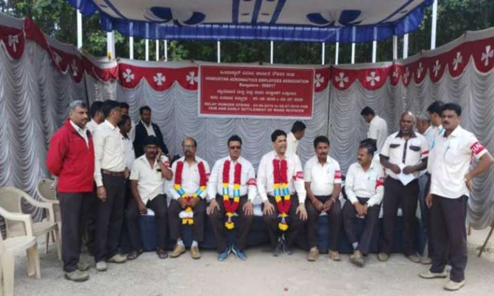 HAL workers go on indefinite relay hunger strike - India TV Paisa