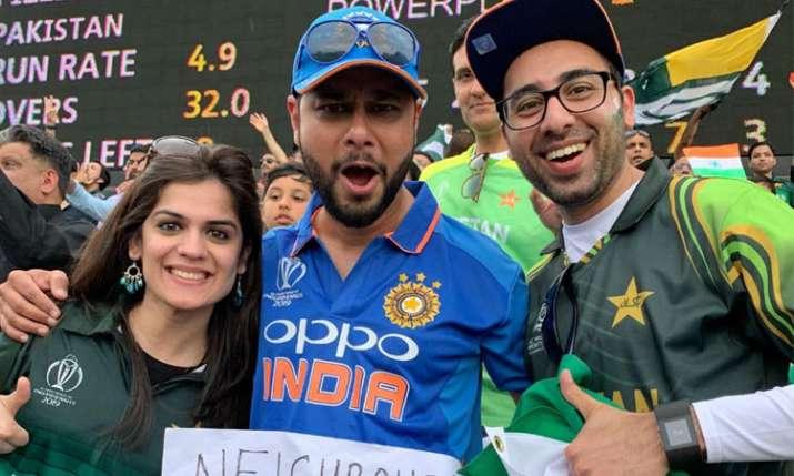 पाकिस्तान फैन और भारतीय फैन- India TV