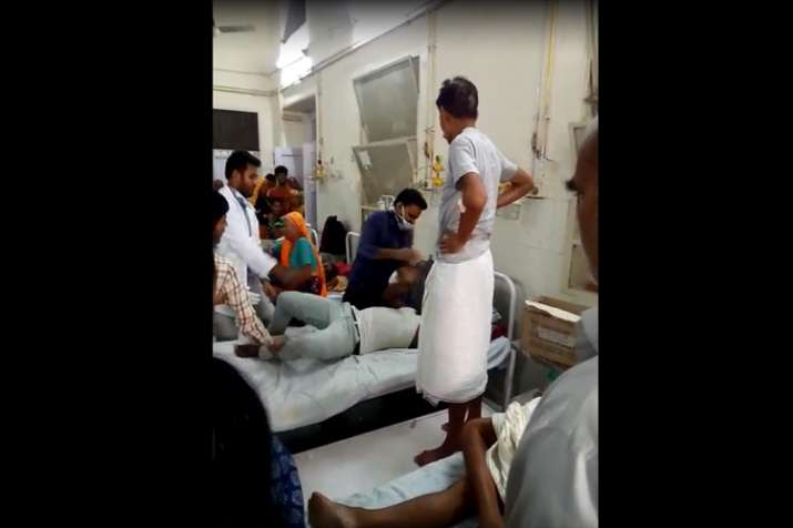 Doctor beats patient at Jaipur's SMS Hospital - India TV