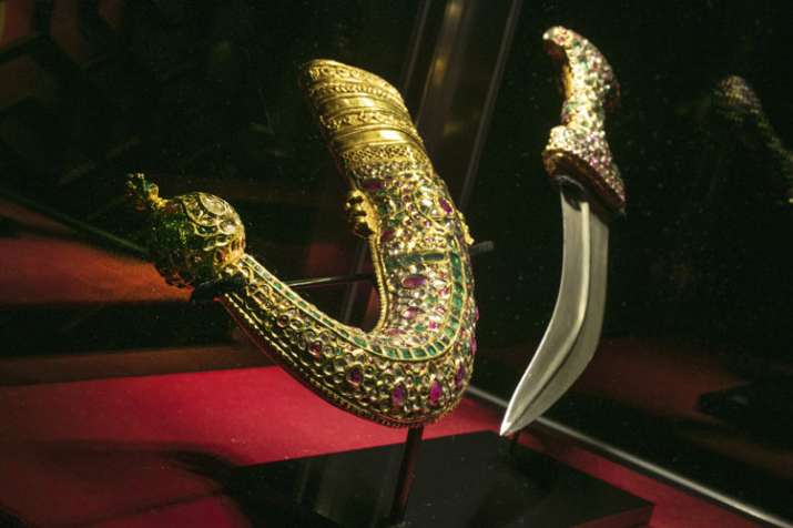 gold-mounted dagger and scabbard, of the Nizam of Hyderabad- India TV
