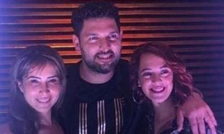 Yuvraj Singh, Kim Sharma, Hazel Keech- India TV