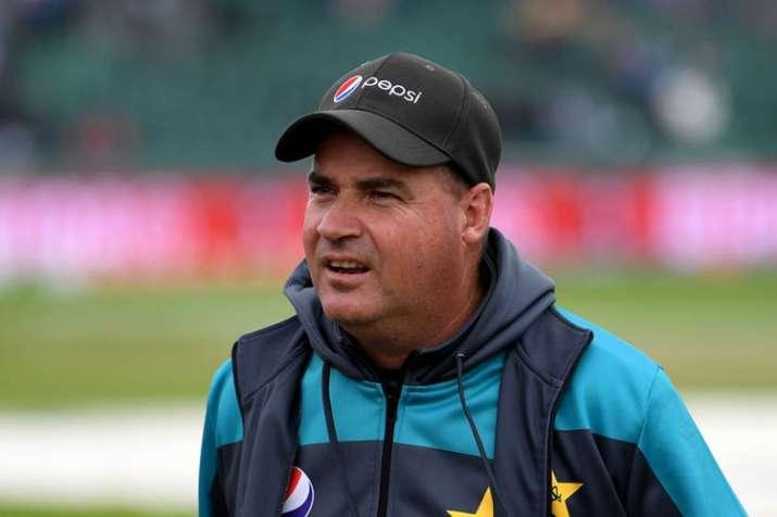 भारत के खिलाफ मैच से पहले पाक कोच ने टीम से पूछा, ''आप किस रूप में याद रखे जाना चाहते हो'' - India TV