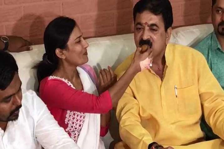 Rakhi tied up, sweets exchanged, Thawani and Nitu...- India TV