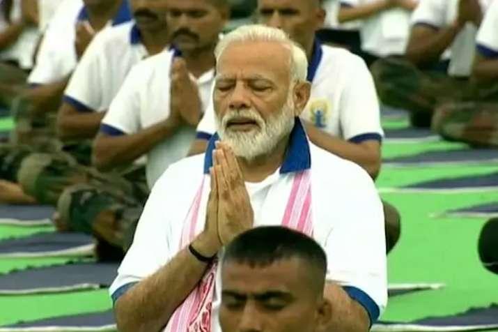 योग दिवस पर पीएम मोदी ने कहा-इससे शांति और सौहार्द्र जुड़े हैं- India TV