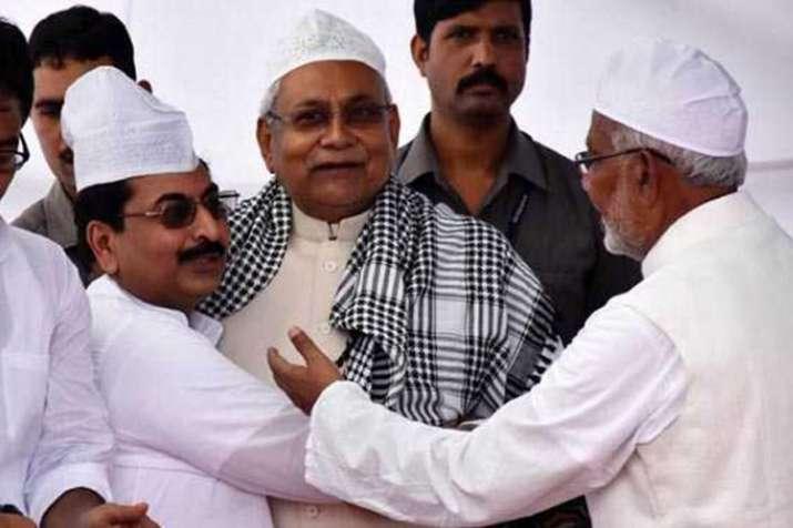 बिहार में ईद की धूम, पटना के गांधी मैदान पहुंचकर नीतीश ने दी ईद की मुबारकबाद- India TV