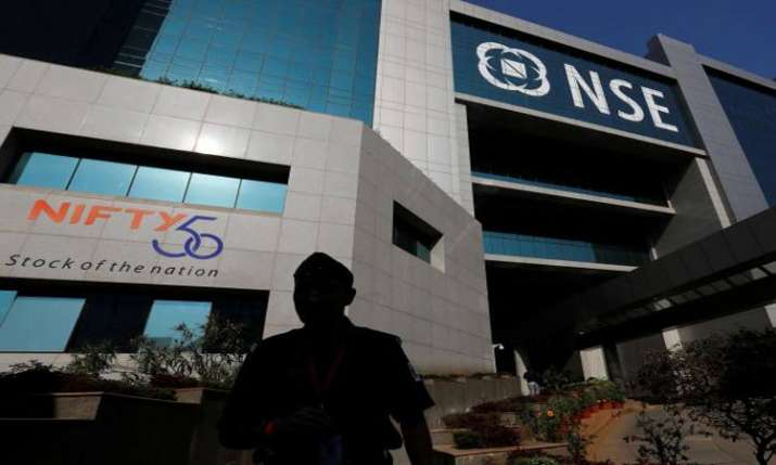 Sensex ends 192 pts lower, Nifty below 11,800- India TV Paisa