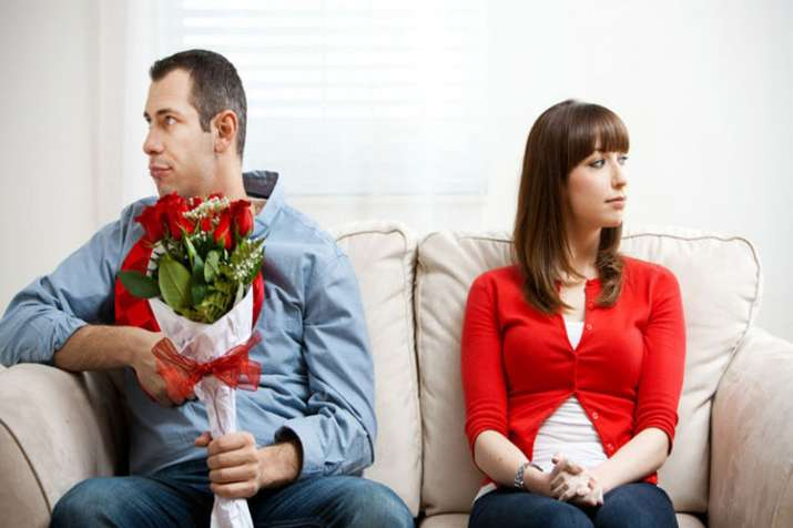 5 signs your partner might be lying to you :- India TV