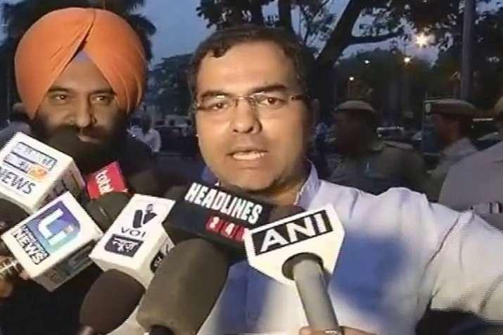 बीजेपी सांसद प्रवेश वर्मा का बड़ा बयान, कहा-दिल्ली में मची है मस्जिद बनाने की होड़- India TV