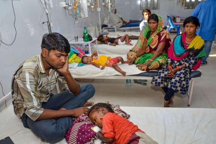 Children showing symptoms of Acute Encephalitis Syndrome...- India TV