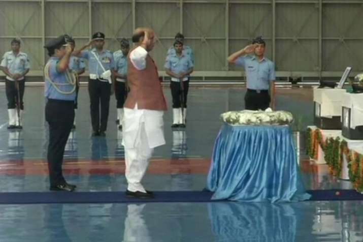An-32 crash: Defence Minister Rajnath Singh pays homage to Air Force men | ANI- India TV