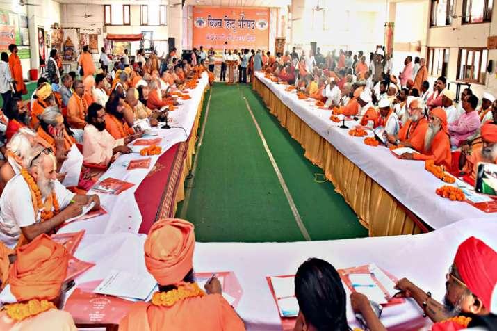 विहिप की बैठक में संतों की राम मंदिर जल्द बनाने की मांग- India TV