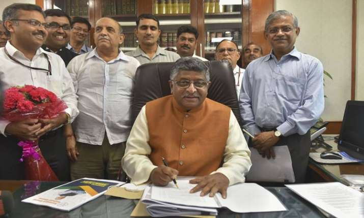 Telecom spectrum auction to be held this year, says ravi shankar Prasad- India TV Paisa