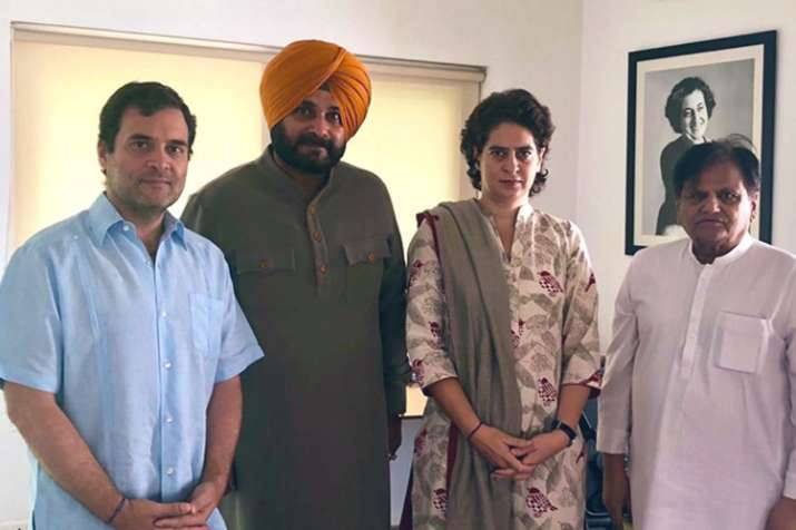 Navjot Singh Sidhu meets Rahul Gandhi and Priyanka Gandhi- India TV