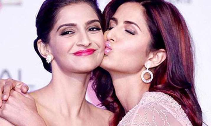 Sonam Kapoor says she was not defending Janhvi Kapoor...- India TV