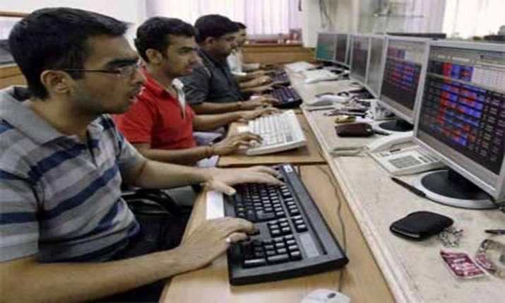 Sensex dives 554 pts despite RBI rate cut; financial stocks crack- India TV Paisa