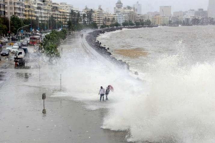 Heavy rain and high tide alert in Mumbai- India TV