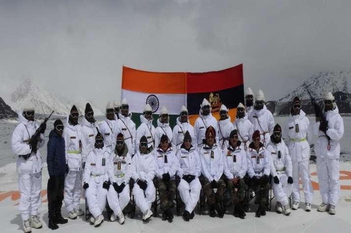 सियाचिन में जवानों से मिले रक्षा मंत्री राजनाथ सिंह- India TV