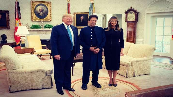 अमेरिकी राष्ट्रपति डोनाल्ड ट्रंप ने इमरान खान को व्हाइट हाउस दिखाया- India TV